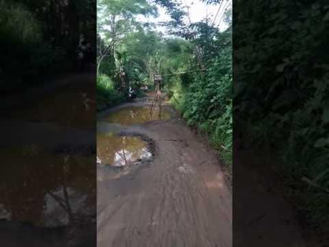 Jalan Susukan, Bojonggede, Kabupaten Bogor, rusak parah kayak kubangan kerbau