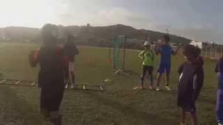 ラダーを使用したサイドへの動き。 サッカーで必要な横への動きを、正確...
