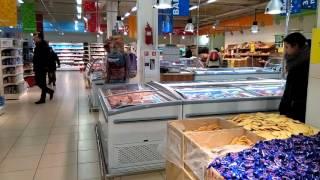 видео таракан в магазине