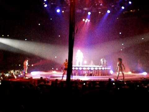 Britney Spears bercy 05/07/09 début concert