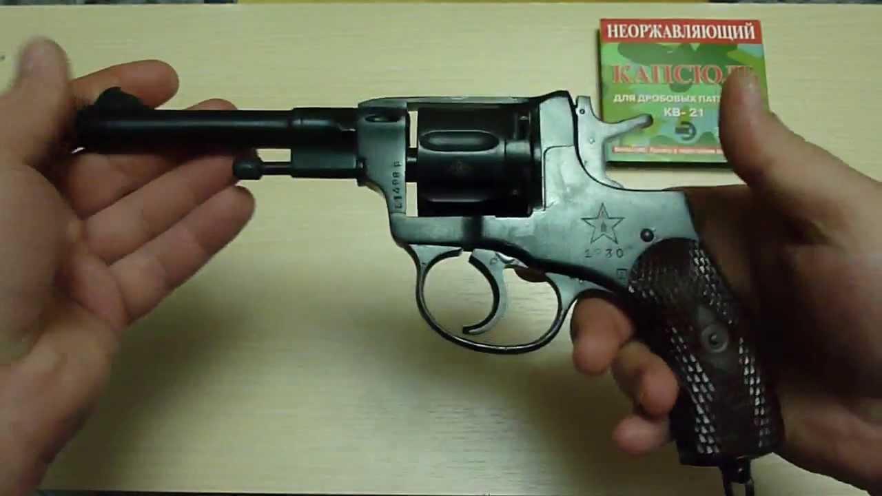 В 1895 году револьвер системы братьев наган был принят на вооружение в царской россии, причем в двух вариантах для офицеров и полиции предусматривался обычный револьвер с усм двойного действия, а для нижних чинов револьверы имели упрощенный усм одинарного действия. Первые.