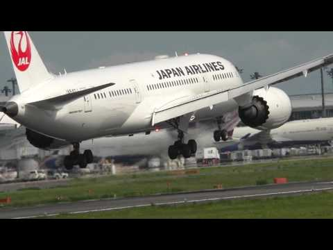 Japan Airlines 787 slow motion landing
