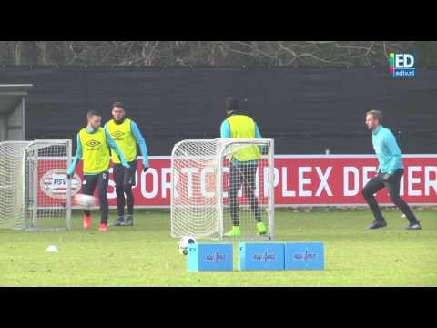 Siem de Jong scoort ene na andere doelpunt op training PSV