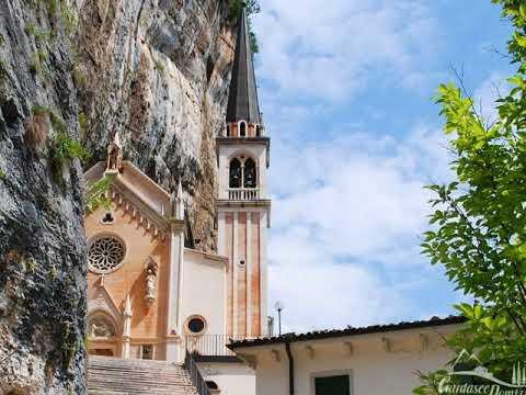 Santuario madonna della corona italia youtube for Santuario madonna della corona