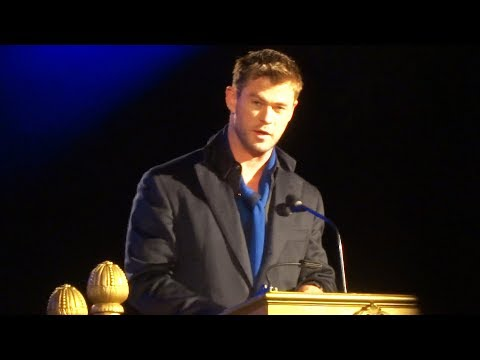 Download Youtube: CandleLight Ceremony 2017 FULL Christmas performance with Chris Hemsworth at Disneyland