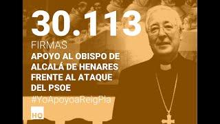 Entrega de firmas de apoyo al obispo de Alcalá de Henares Mons. Reig Pla