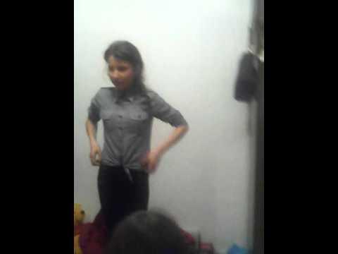 Fata care danseaza  bine