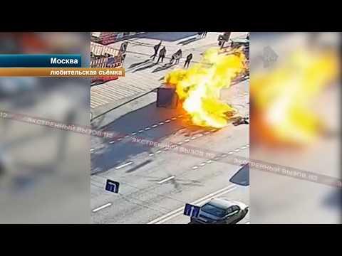 Смотреть Мотоцикл протаранил фуру и взорвался. Видео с камер! онлайн