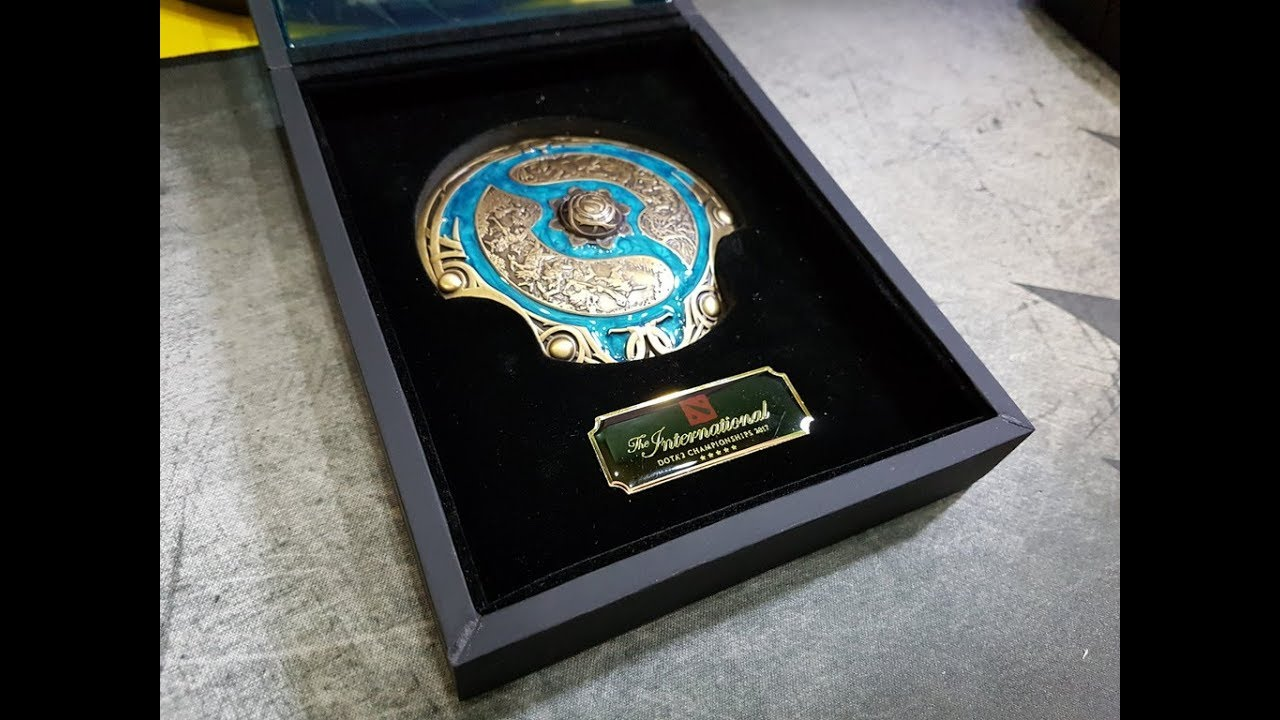 DOTA 2 TI7 Collectors Aegis Shield 2017 - Exclusive Unboxing