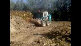 escavatore belle 761 in spostamento terra