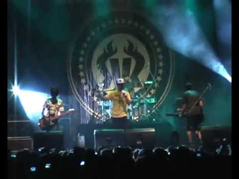 Rocket Rockers - Let Sleeping Dogs Lie (Uncensored) Live at Konser Hari Untukmu