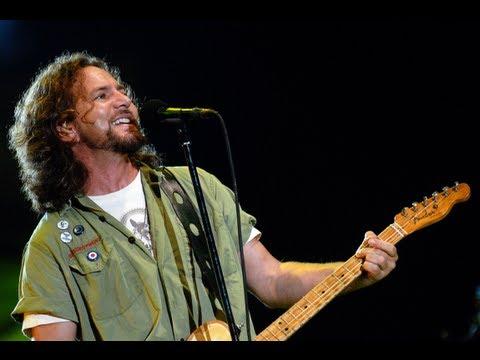 Pearl Jam - Abertura do Show @ Curitiba - Vila Capanema - Live 2011