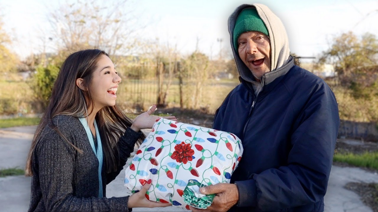 CHRISTMAS GIFTS FOR THE HOMELESS - YouTube
