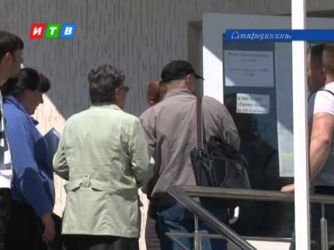 Почему у закрывшихся банков в Крыму выстроились многотысячные очереди?