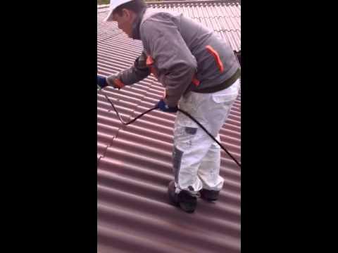 ravalement de peinture sur toiture fibre ciment youtube. Black Bedroom Furniture Sets. Home Design Ideas