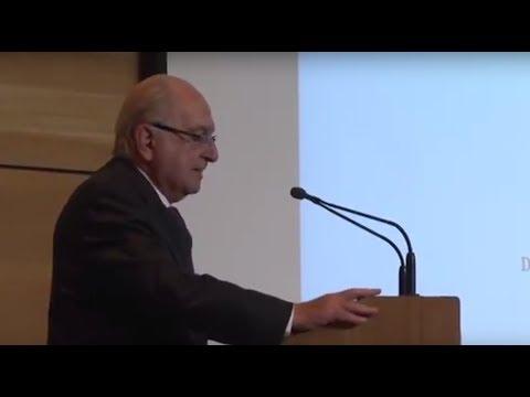 Premio Nacional de Medicina Fernando Monckber dialogó con estudiantes de la UMAG