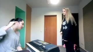 Урок вокала. Распевка на динамику и головной резонатор