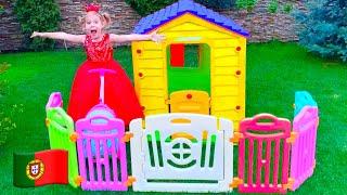 Mania e Vania brincam com brinquedos infláveis