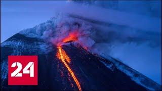 На Бали из-за активности вулкана проводится эвакуация - Россия 24