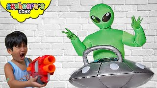 GREEN ALIENS invades our house!!