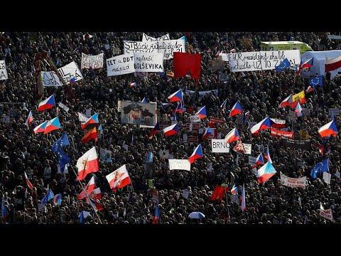 عشية ذكرى الثورة .. احتجاجات في براغ للمطالبة باستقالة رئيس الوزراء المتهم في قضايا فساد…  - نشر قبل 3 ساعة