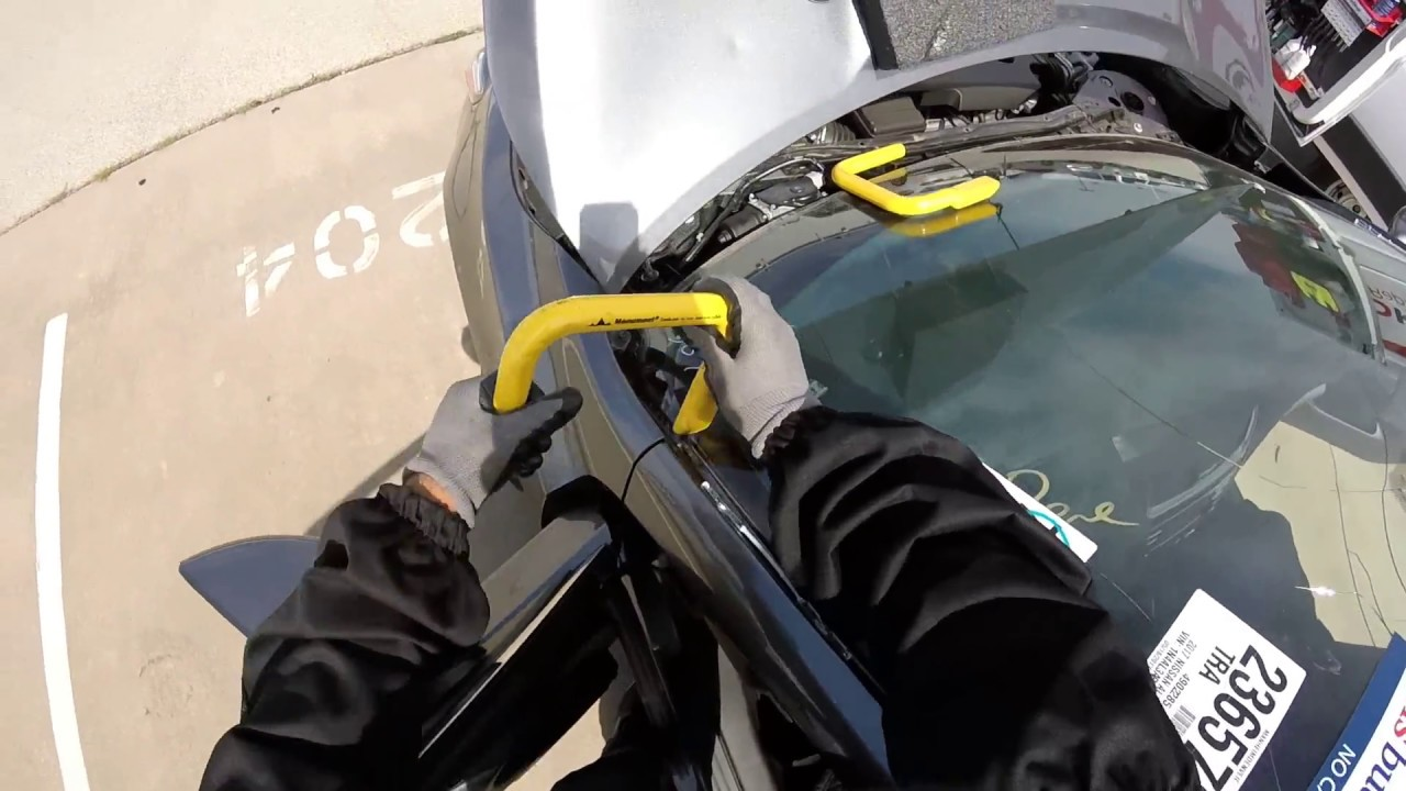 Nissan Altima 2017 windshield replacement