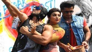 Ranveer Singh, Parineeti Chopra, Ali Zafar PAINT Mumbai Walls!