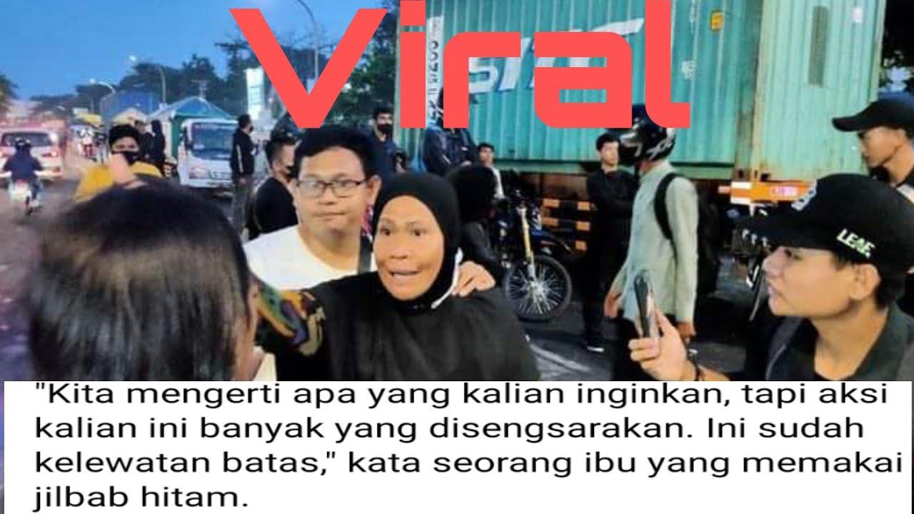 Download Demo Mahasiswa di Makassar Viral Karena di bubarkan oleh Emak-emak pemberani.
