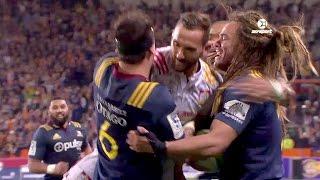 Aaron Cruden gets caught up in Highlanders Try Celebration | SKY TV