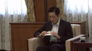 南海放送株式会社の戒田節子チーフマネージャーらが県庁を訪れ、中村知...