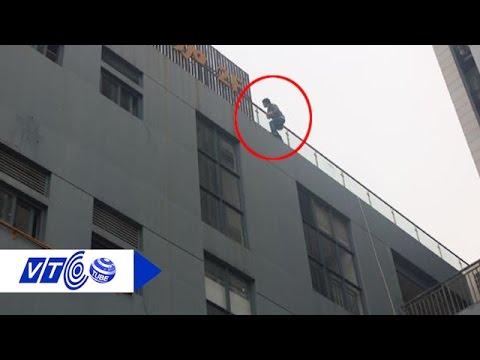 Bé 11 tuổi nhảy lầu tự tử vì điểm kém   VTC