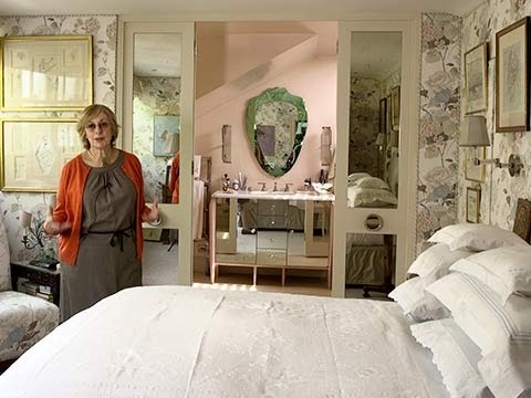 Designers At Home: Be Inspired By Nina Campbellu0027s Bedroom   YouTube