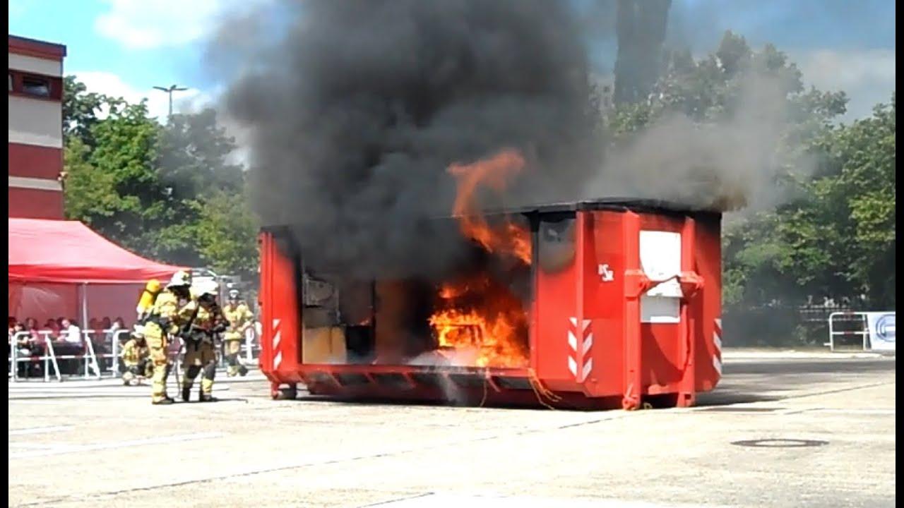 Offene tür berlin  Einsatzvorführung: Wohnungsbrand Löschangriff - Tag der offenen ...