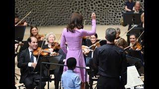 Die Royals in der Elbphilharmonie: Herzogin Kate schwang sogar den Taktstock