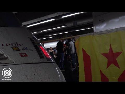 Estudiantes independentistas bloquean la estación Sants por 5 horas #Barcelona #Cataluña - 08/11/17