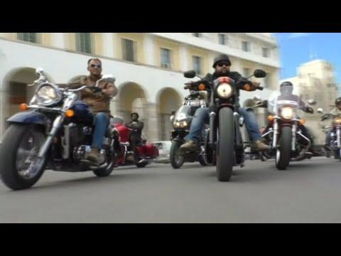 أخبار منوعة | مواكب الدراجات النارية تبث الروح في شوارع طرابلس الليبية  - 10:22-2017 / 12 / 4
