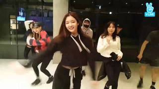 Repeat youtube video DIA's Eunjin dances to G-DRAGON's One of A Kind