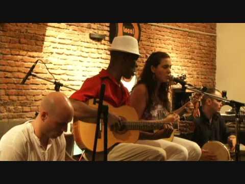 Renato dos Santos y Luciana Agoglia. Tristeza, pé no chão (Armando Fernandes)