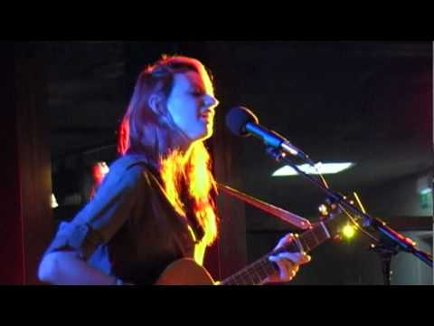 Laura Marling - The captain & the hourglass (live cover at 'Acoustic @The Spa'))