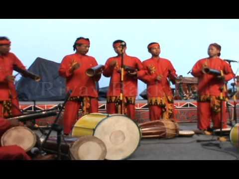 GENDANG TRADISIONAL BANYUWANGI DI FESTIVAL DANAU TOBA 2013