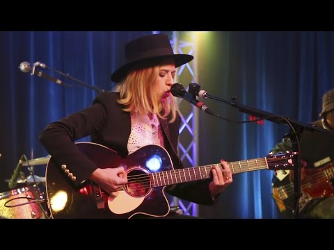 "ZZ Ward ""Love 3X"": Rock Revival Showroom Sessions"