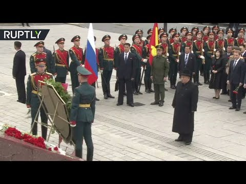 Kim Jong-un lays wreath at submarine memorial in Vladivostok, Russia
