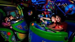 [4k] Buzz Lightyear Astro Blasters (Low Light) POV Disneyland Park ridethrough