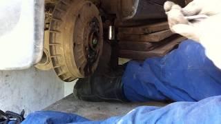 видео Замена тормозных колодок Калина на задних и передних колесах