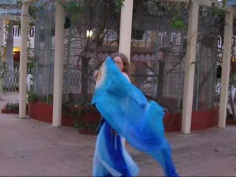 Bellydance by Valy : Kehna Hi Kya (Chitra) with double silk fan veils (lyrics/english translation)