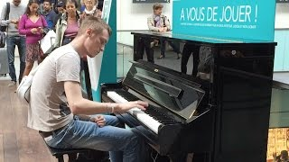 Passenger Impressively Plays Piano at Train Terminal in Pari...