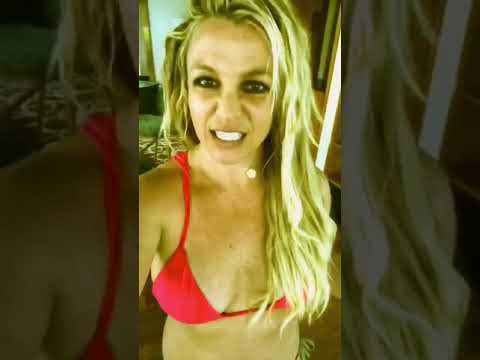 Crystal Rosas - Britney Spears Accuses Paparazzi of Altering Pics '40 Pounds Bigger'