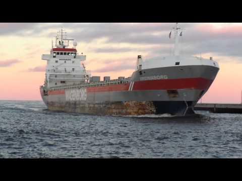 russian ship entering duluth