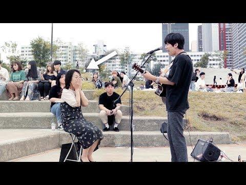 [몰래카메라] 아들이 관중속 엄마를 발견하고 부른 눈물의 노래(자막) - 변지웅