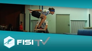 Le atlete del salto allenano l'equilibrio